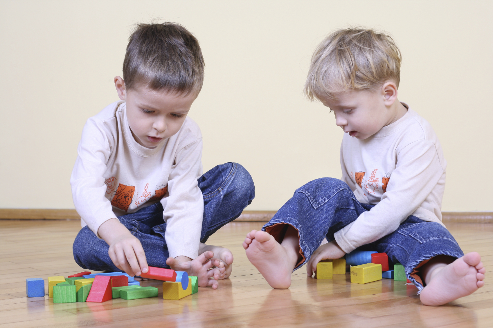 the influence siblings have on each other The effect was greater among siblings from poorer families, for which each test grade improvement by the older sibling was linked to an 11 percent increase in the younger one's scores.